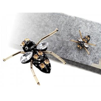 Aplikácia včela s brúsenými kameňmi